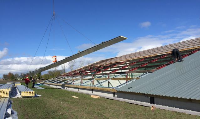 Die neue Lagerhalle in St. Annaporchie wurde mithilfe des Cladboy CB5 gebaut.